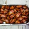 Veislulist: Bacon vafðar kokteil pylsur með grillpiparsósu